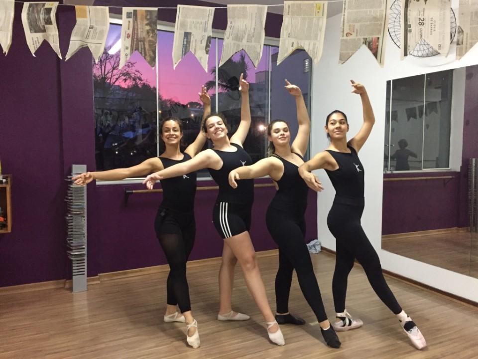 Ballet no pôr-do-sol